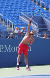 Den yrkesmässiga tennisspelaren Janko Tipsarevic öva för US Open 2013 på Billie Jean King National Tennis Center Arkivbild