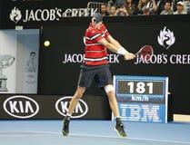 Den yrkesmässiga tennisspelaren John Isner av Förenta staterna i handling under hans match för runda 4 på australiern öppnar 2016 Arkivfoto