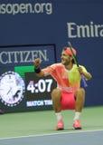 Den yrkesmässiga tennisspelaren Lukas Poulle av Frankrike firar seger över Rafael Nadal efter matchen för runda tre på US Open 20 Fotografering för Bildbyråer