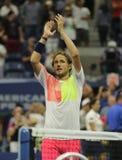 Den yrkesmässiga tennisspelaren Lukas Poulle av Frankrike firar seger över Rafael Nadal efter matchen för runda tre på US Open 20 Royaltyfri Foto