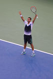 Den yrkesmässiga tennisspelaren Marin Cilic från Kroatien firar seger efter den US Opensemifinalmatchen 2014 mot Roger Federer Royaltyfri Foto