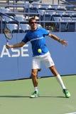 Den yrkesmässiga tennisspelaren Tommy Robredo av Spanien öva för US Open 2015 Arkivbild