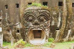 Den yttre detaljen av skulpturen i Buddha parkerar i Vientiane, Laos Fotografering för Bildbyråer