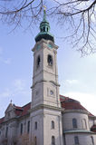 Kyrkan sätta en klocka på står hög i St Paul Royaltyfria Foton