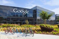 Den yttre sikten av en Google förlägger högkvarter byggnad Royaltyfria Bilder