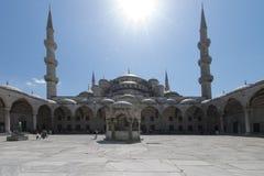 Den yttre sikten av Sultan Ahmed Mosque kallade också den blåa moskén i Istanbul, Turkiet arkivbilder