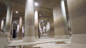 Den yttre underjordiska urladdningskanalen för storstadsområde stock video
