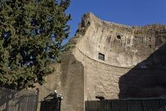 Den yttre väggen av fördärvar av Diocletian bad Arkivbild