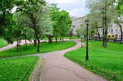 Den Yusupov trädgården i St Petersburg Royaltyfria Foton