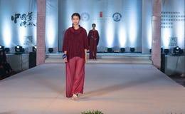 "Denandra serien av den Xiang cloud""-mode showen Arkivfoto"