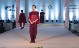 """Denandra serien av den Xiang cloud""""-mode showen Arkivbild"""