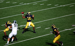 Denard Robinson throws a pass Royalty Free Stock Image