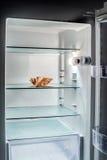 Denaro fresco nel frigorifero Fotografia Stock