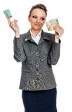 Denaro per le piccole spese della giovane donna Immagini Stock