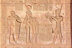DENDERA, EGIPTO: Los jeroglíficos en el templo de Dendera dedicaron a la diosa de Hathor fotos de archivo libres de regalías