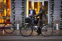 Denemarken: Groen verkeer in Kopenhagen Stock Afbeeldingen