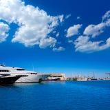 Denia marinaport i Alicante Spanien med fartyg Royaltyfri Foto