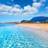 Denia plaża w Alicante w błękitny Śródziemnomorskim Obrazy Royalty Free