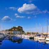 Denia Port met de provincie Spanje van Alicante van de kasteelheuvel Royalty-vrije Stock Afbeelding