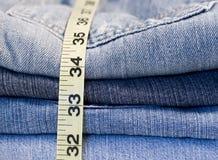 Denim-Jeans, die Band messen Stockfotos