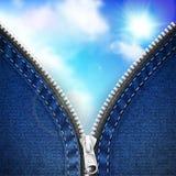 Denimachtergrond met blauwe hemel Royalty-vrije Stock Afbeeldingen