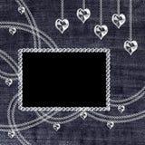 Denimhintergrund mit Kristallanhängern Stock Abbildung