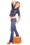 Denimmode. Studentenmädchen in voller Länge in der Blue Jeans-Tasche Stockbild