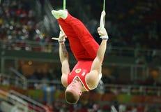 Denis Abliazin av rysk federation konkurrerar på cirklarna för man` som s är sista på konstnärlig gymnastikkonkurrens på Rio de J arkivfoton