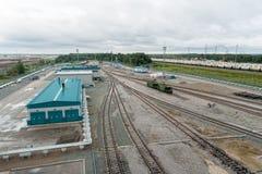 Denisovka järnvägsstation av den petrokemiska växten Arkivfoton