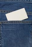 Denium蓝色牛仔裤口袋witn名片 免版税库存照片