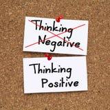 Denk positief, niet negatief Stock Afbeelding