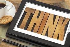 Denk - woord op een digitale tablet Royalty-vrije Stock Foto's