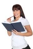 Denken beim Anhalten eines Tagebuchs Lizenzfreie Stockbilder