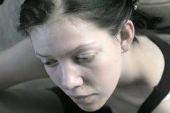 Denken der jungen Frau lizenzfreies stockfoto
