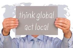 Denken Sie globales und Tateneinheimisches Lizenzfreies Stockfoto