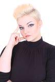 Denkende blonde Frau im Schwarzen Stockbilder
