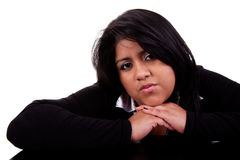 Denkende große lateinische Frau stockbild