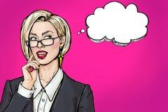 Denkende junge sexy Geschäftsfrau mit dem offenen Mund, der oben auf leerer Blase schaut Lächeln-Pop-Arten-Mädchen lizenzfreies stockfoto