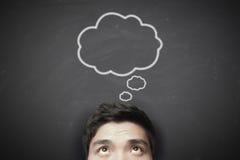 Denkende mens met het denken van bel op bord Stock Afbeeldingen