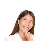 Denkende vrouw die op witte achtergrond wordt geïsoleerdm Stock Afbeeldingen