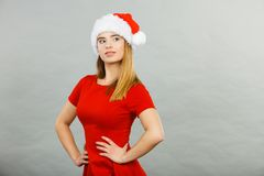 Denkende vrouw die Santa Claus-helperkostuum dragen Royalty-vrije Stock Afbeeldingen