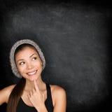 Denkende vrouw door bord Royalty-vrije Stock Afbeeldingen