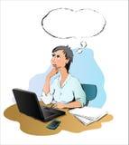 Denkende vrouw op het bureau Royalty-vrije Stock Foto