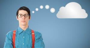 Denkende Wolke oder Datenverarbeitung des Sonderlingsaussenseitergeschäftsmannes Stockfoto