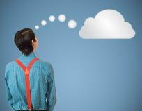 Denkende Wolke oder Datenverarbeitung des Sonderlingsaussenseitergeschäftsmannes Stockbild