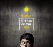 Denkender halber Kopf von tragenden Gläsern Genie-Little Boys Lizenzfreie Stockfotografie