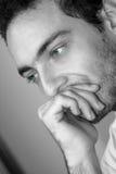 Denkender Junge/grüne Augen stockbilder