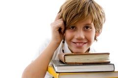 Denkender Kursteilnehmer mit Büchern Lizenzfreies Stockfoto