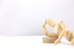 Denkender Mann im Holz Lizenzfreies Stockbild