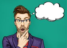 Denkender Mann mit dem offenen Mund, der oben auf leerer Blase schaut Wow-Männer ist entsetzt halten und Hand nahe dem Gesicht lizenzfreie abbildung